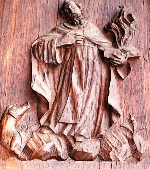 Curiosità Storiche: Pannelli settecenteschi della porta centrale della vecchia chiesa di Vigellio