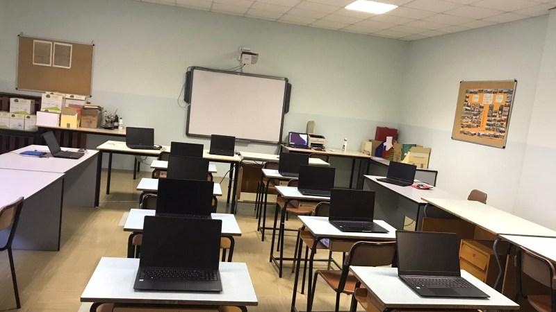 Consegnati i pc alla primaria, così prende il via la nuova aula di informatica. FOTONOTIZIA