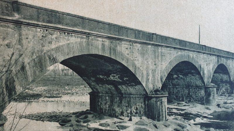 Il ponte ferroviario sul torrente Elvo ieri ed oggi