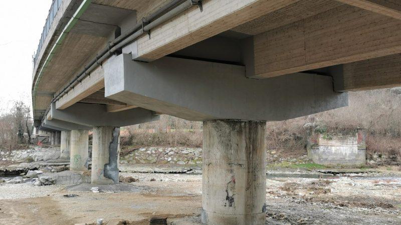 Ultimate le manutenzioni strutturali sotto il viadotto ponte sull'Elvo di Salussola. FOTONOTIZIA