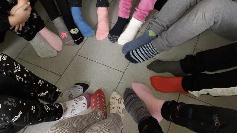 Anche a Salussola la diversità dei calzini spaiati