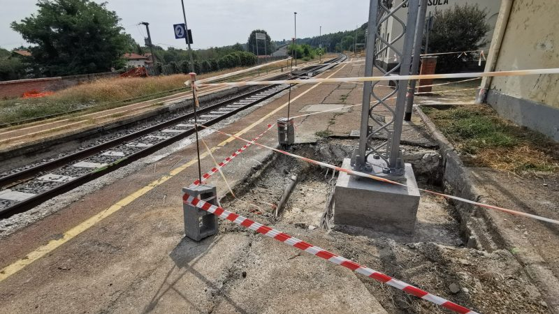 Ferrovia Biella – Santhià: Plinti e pali da deviatoio a deviatoio nella stazione di Salussola