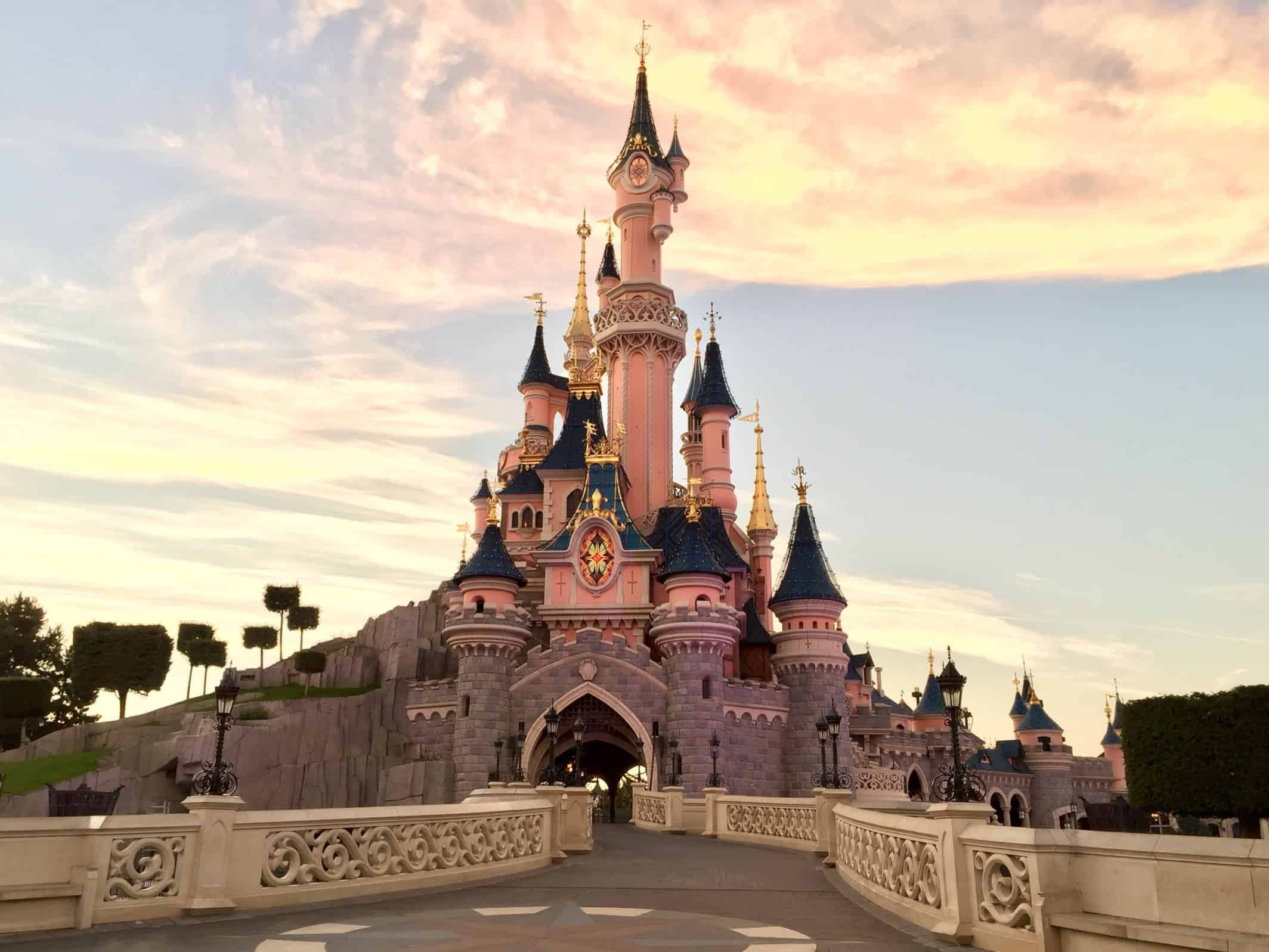 Probably the most fun day trip from Paris: Disneyland Paris! A great day tour - not only for kids :)