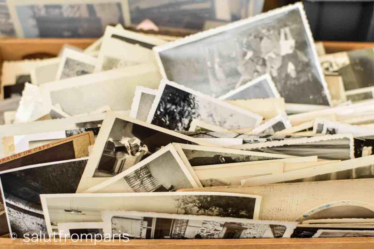 Alte Fotografien auf dem Puces de Vanves im Süden von Paris - der Vanves Flohmarkt ist ein toller Ort für Vintage Schnäppchen.