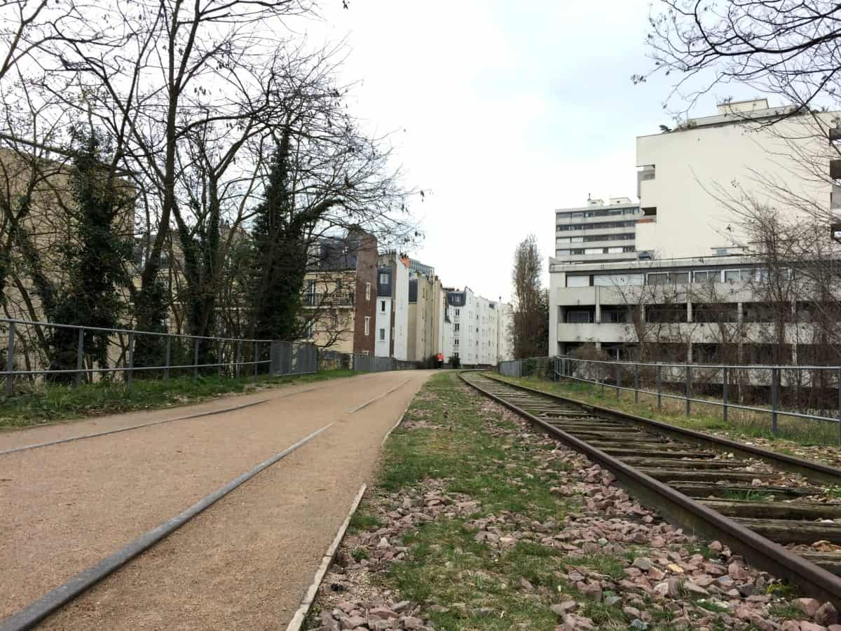 Discover Paris off the beaten path and take a walk along the abandoned railways of the 15th arrondissement