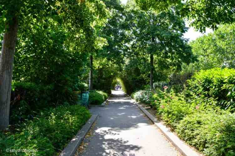 visit an alternativ Paris and take a walk on the coulée verte - an unusual thing to do in Paris!