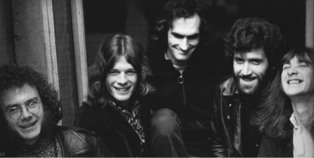 I King Crimson di Lizard. Collins è il secondo da sinistra vicino a Robert Fripp