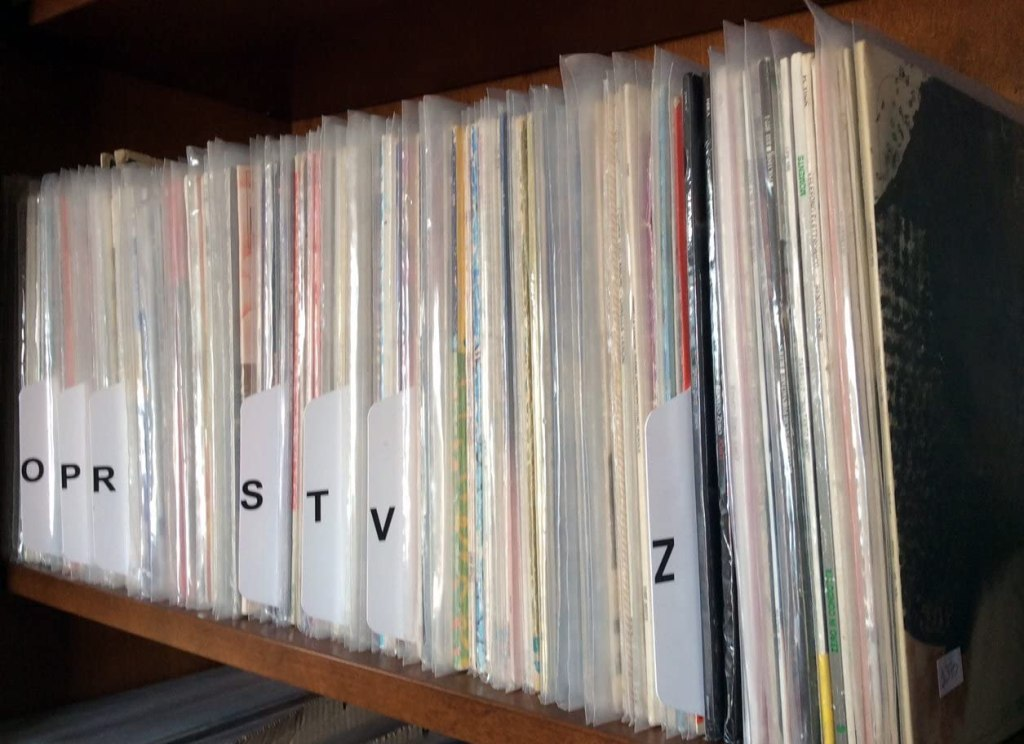 Organizzare collezione vinili in ordine alfabetico