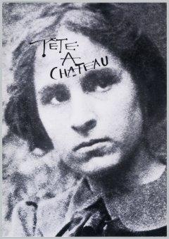 Una fotografía en blanco y negro de la cara de Gala, que en la frente tiene escrito a mano Tête a Château