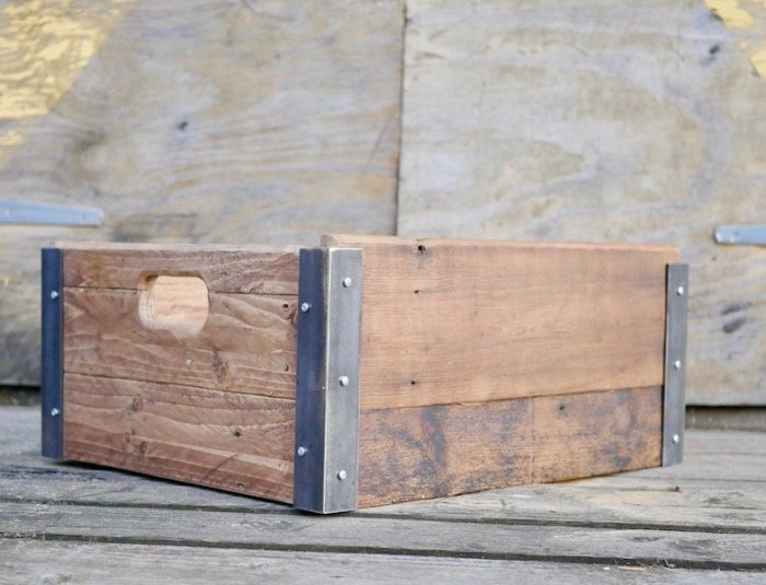 learn how to make a wooden box from pallets