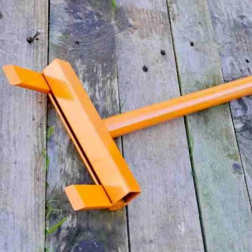 Orange pallet deconstruction tool