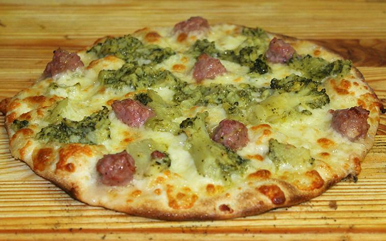 pizza broccoli salsiccia