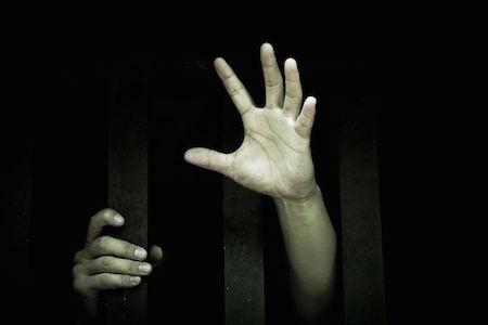 La depenalizzazione: cosa cambia e quali tutele per le vittime