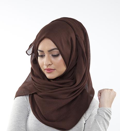 Islam, hijab: si può fare l'hostess anche con il velo