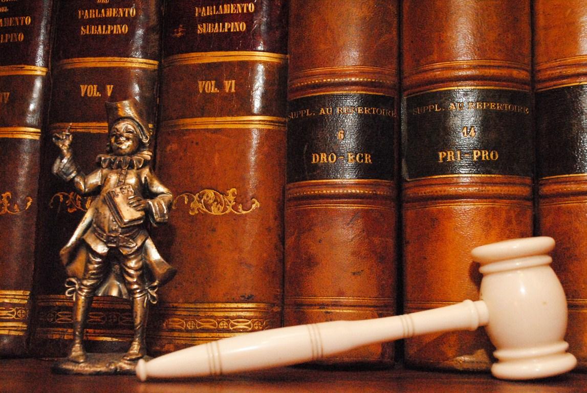 E' legittimo l'annullamento in autotutela per omessa dichiarazione di precedenti penali