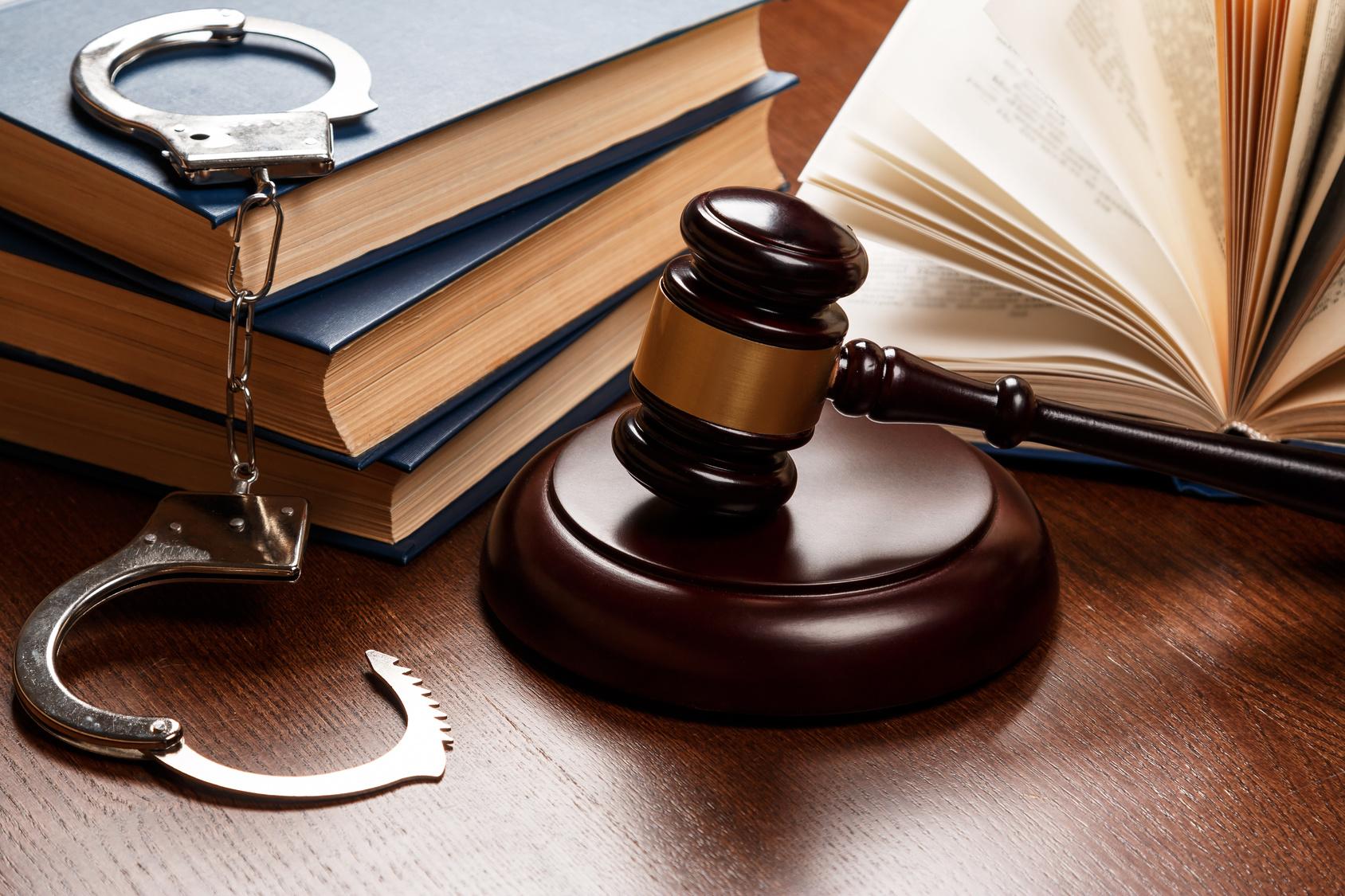 Riqualificazione giuridica del fatto e aggravamento dei termini prescrizionali: Cass. 23410/2020