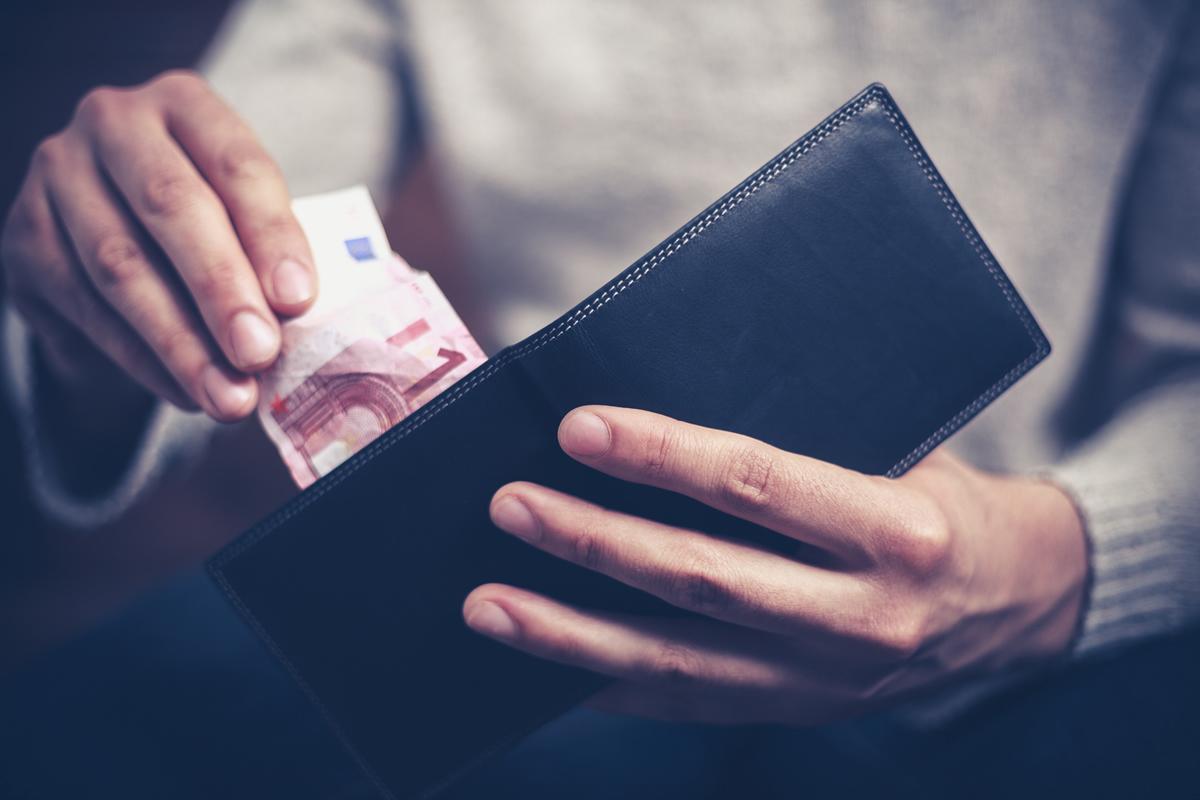 Mantenimento: l'assegno non va al figlio se non lo decide il giudice