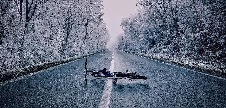 Lastra di ghiaccio sulla strada: chi paga i danni?