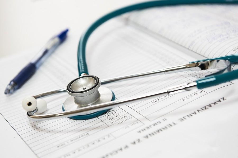 Al g.o. le controversie sui crediti per prestazioni sanitarie anche se inerenti alla legittimità dei tetti di spesa