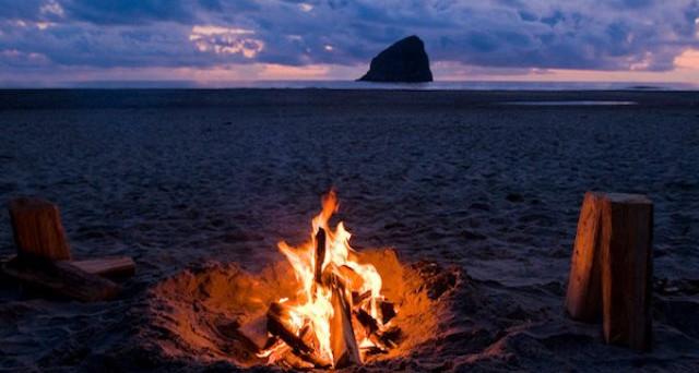 Falò in spiaggia: chi risponde dei danni causati dalle ceneri residue?