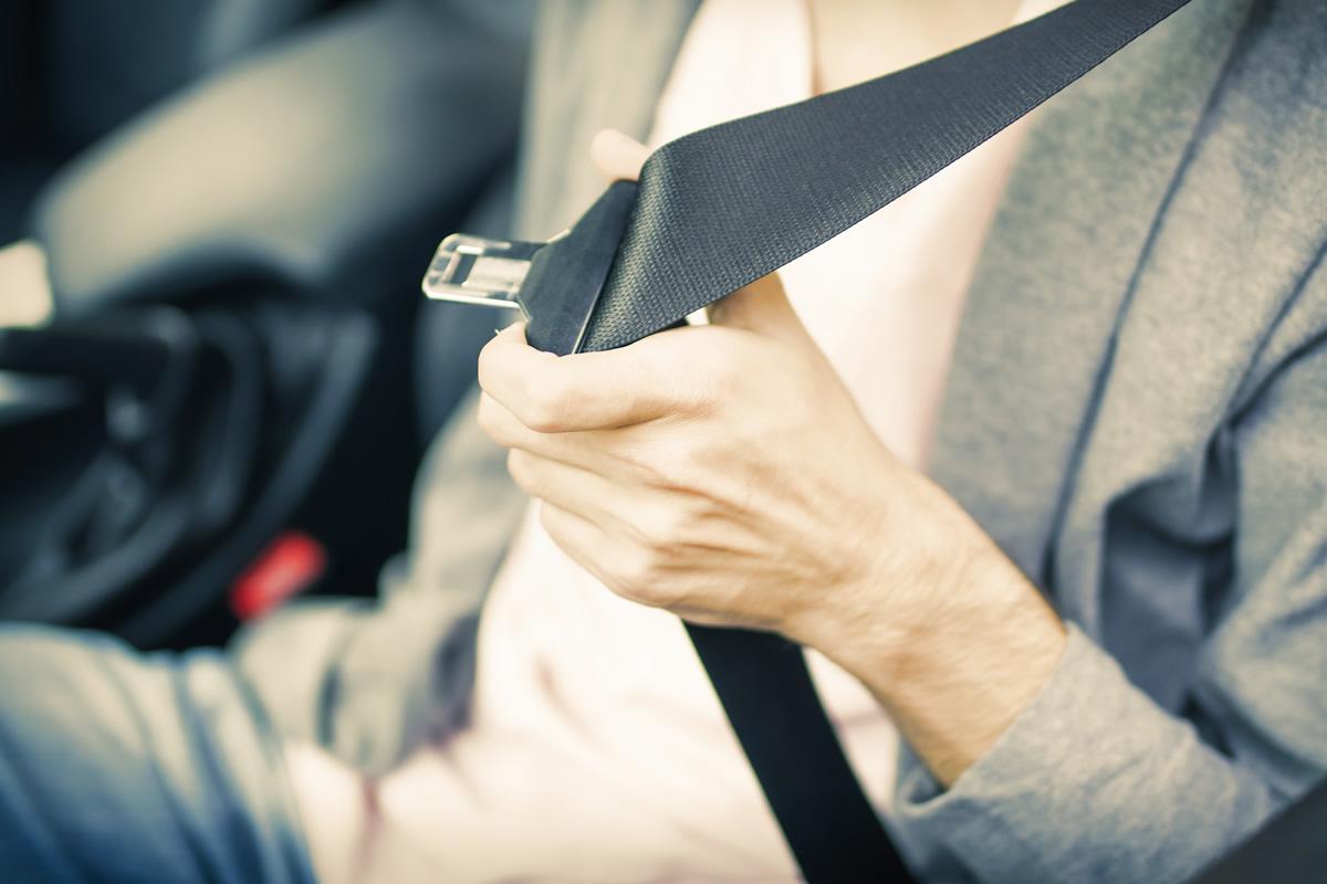 Il conducente tamponato risarcisce il terzo trasportato senza cintura di sicurezza