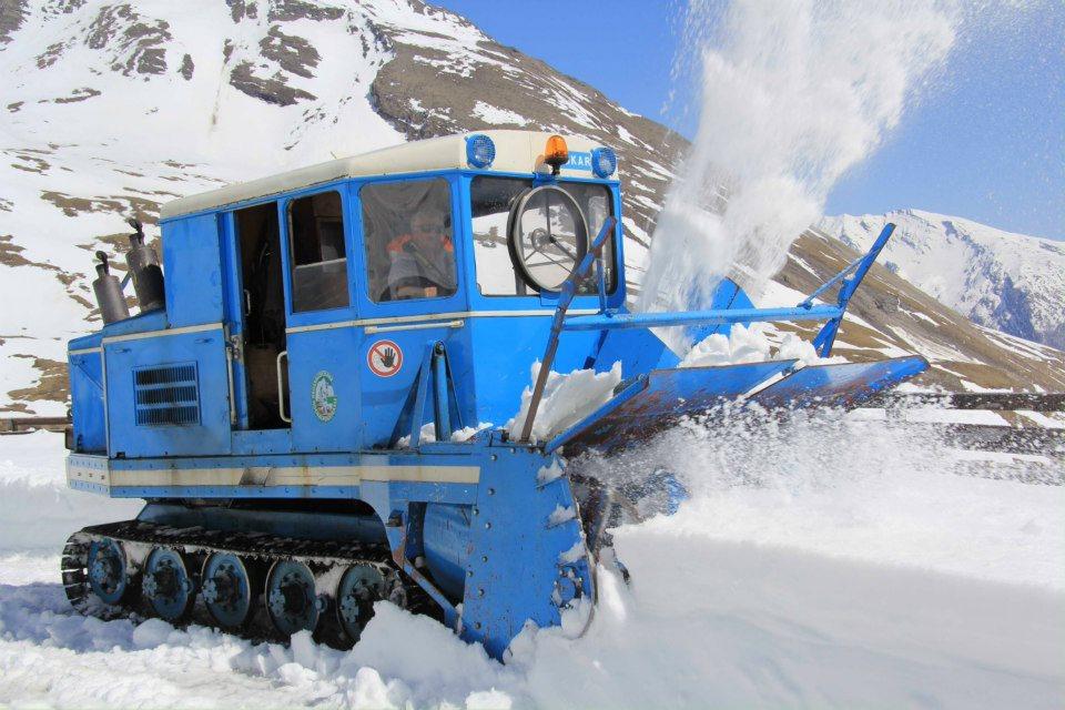 Wallack-Rotations-Schneefräse bei den Schneeräumarbeiten auf der Großglockner Hochalpenstraße