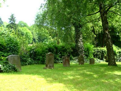 Grabsteine auf dem jüdischen Friedhof (Foto: Pülm, 2005)