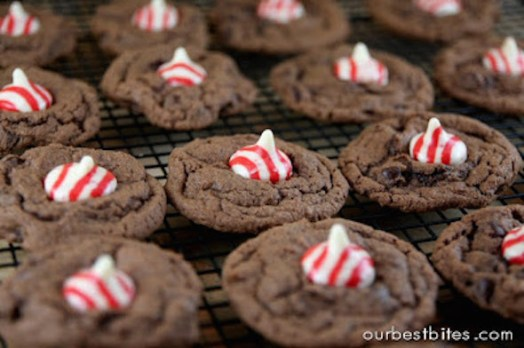 peppermint-kiss-cookies-cooling