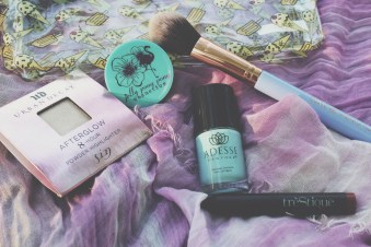May Ipsy Bag - Urban Decay / after glow 8-hour highlighter / sin jelly pong pong / supercharged intense eye shadow duo / electric Adesse New York / organic infused gel effect nail lacquer / surfer girl Trèstique / mini matte lip crayon / tuscan wine Luxie Beauty / dreamcatcher precise foundation brush 660