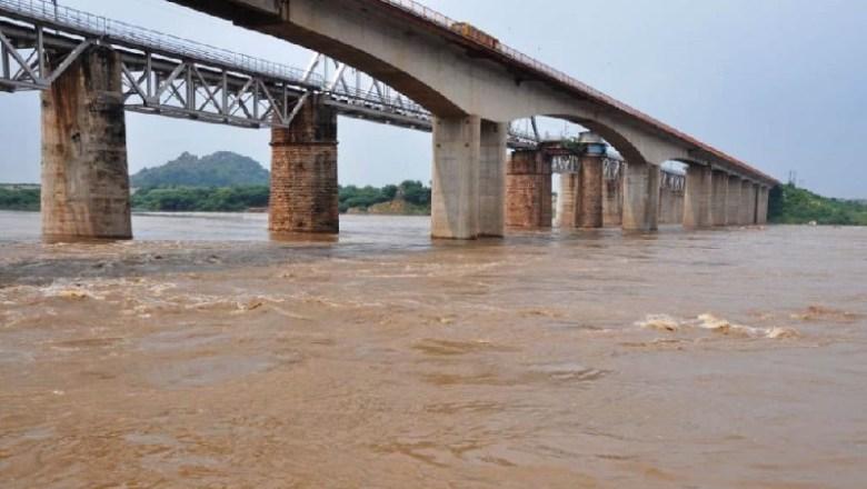 Update-Breaking News : बांदा में कलयुगी मां ने 2 साल के बेटे को नदी में डूबोकर मार डाला