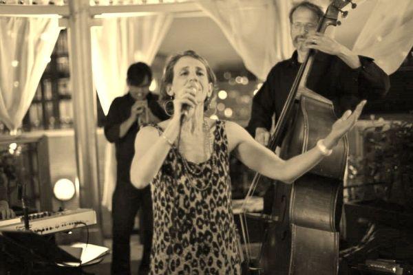 Julie Mack / Encantada