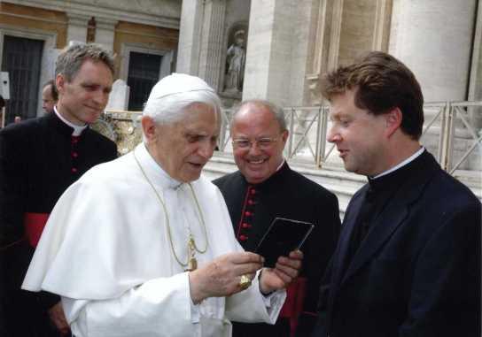 kl-Papst_Pfarrer_