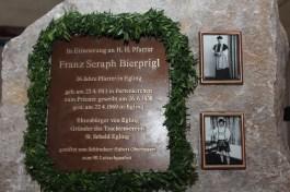 kl-Gedenkstein Pfarrer Bierprigl