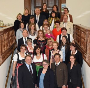Gruppenfoto mit Minister Helmut Brunner (links vorne)