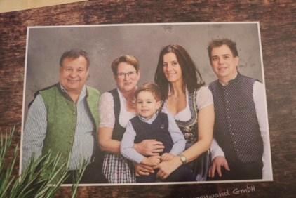 Auf der Speiskartn: drei Generationen der Wirtsfamilie Heinrichsberger