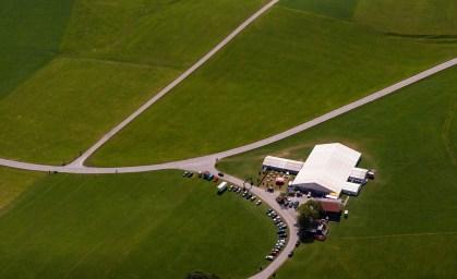 Luftaufnahme mit Festzelt nah