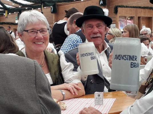 Ehrenvorplattler Walter Christl mit Frau Helga