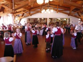 Von den Loitzendorfer Kindern wurde u. a. die Ennstaler Polka dargeboten.