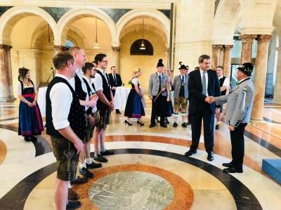 Handschlag des Ministerpräsidenten mit 2. Bürgermeister Christian Glas zur Besiegelung der Schirmherrschaft