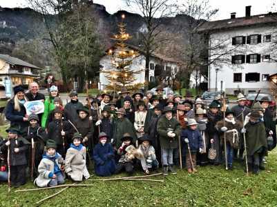 kl-Aschauer Kinder als Kloepfler unterwegs_Foto re.