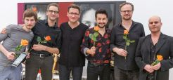 Die Buben im Pelz zur Eröffnung von menschenskinder in der Städtischen Galerie Rosenheim © Martin Weiand 2018