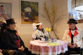 Charles und Marlies Koppehele sowie Bürgermeister Lars Kolan (v.l.) bei der Programmpräsentation. (Foto: Stadt Lübben)