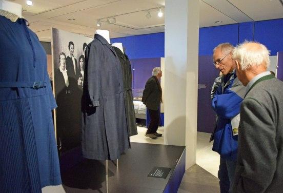 Um 11.00 Uhr können die Museumsbesucher an einer Führung durch die Sonderausstellung EINE NEUE ZEIT teilnehmen, in der es u.a. um die Damenmode in den 1920er Jahren geht. Bildquelle: Bezirk Oberbayern, Archiv FLM Glentleiten.