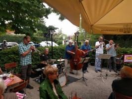 """Jazz-Band """"Oiwei um hoibe Eife"""""""