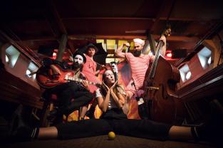 Affentheater spielen Balkan Beat in der Galerie im alten Feuerwehrhaus