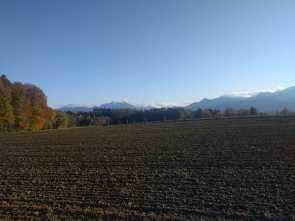 Acker vor Bergen