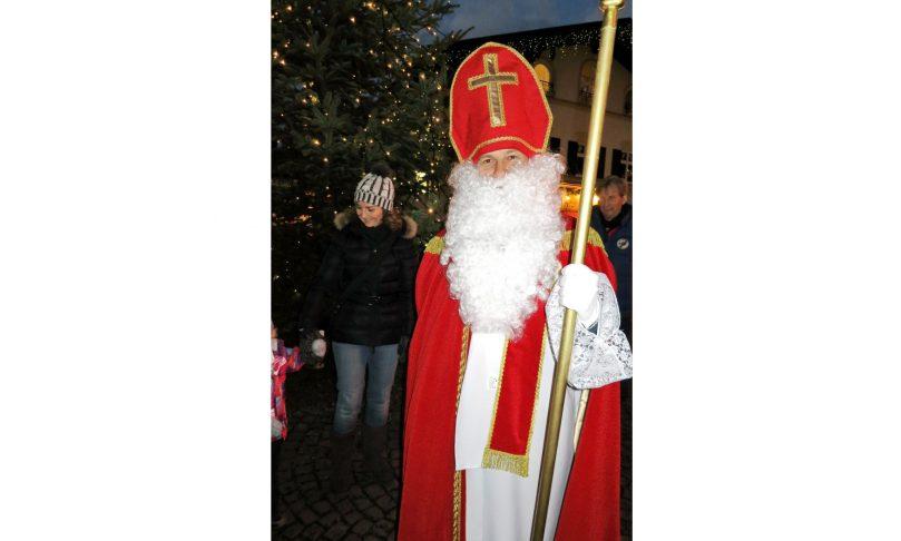 Der Nikolaus Kommt Zum Priener Christkindlmarkt