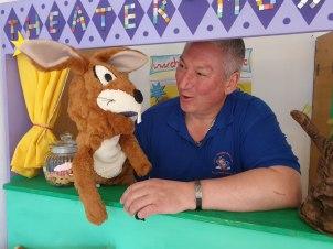 Das Sommerprogramm liegt vor. Jetzt plant Chiemsee-Kasperl Stephan Mikat bereits seine Herbst-Weihnachtstour. Hier gibt es schon große Nachfragen von Geschäften, sowie Kindergärten und Schulen.