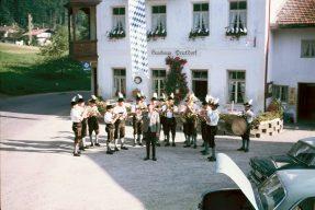 1977 beim damaligen Gasthaus in Prutdorf beim 70jährigen Gründungsfest des Wildenwarter Veteranenvereins