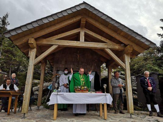 Der Berggottesdienst bei der kleinen Arberkapelle unterhalb des Seegipfels hatte eine besondere Atmosphäre, weil die Menschen hier oben auf dem Berg eine ganz besondere Verbindung zur Natur haben.